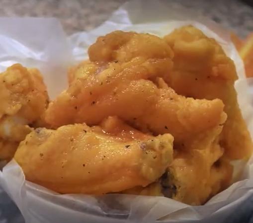 Deliciosa Receta de Alitas de pollo Sofía con salsa Buffalo