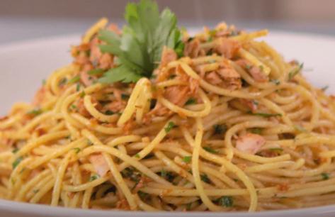 Deliciosa receta de espagueti a la oliva con atún El Faro