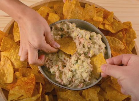 Receta de nachos con Dip de Atún El Faro